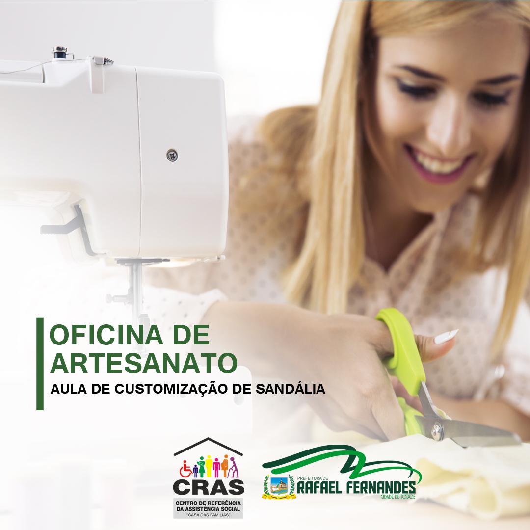 """CRAS realiza oficina de customização de Sandálias com o Grupo """"Mulheres Vitoriosas"""""""