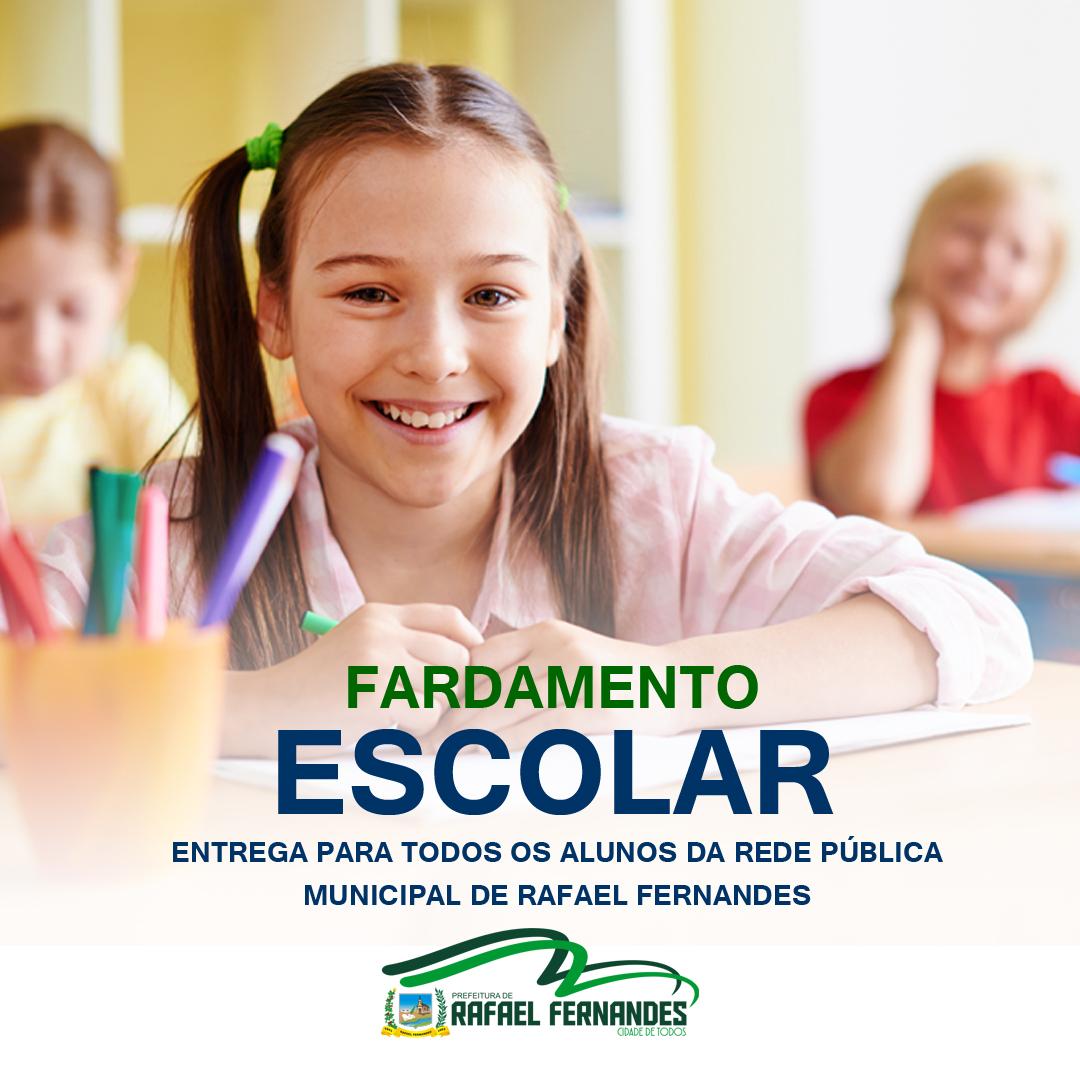 Prefeitura realiza entrega de fardamento escolar para alunos da rede municipal