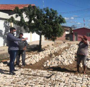 Prefeito Bruno Anastácio visita obras em execução no município